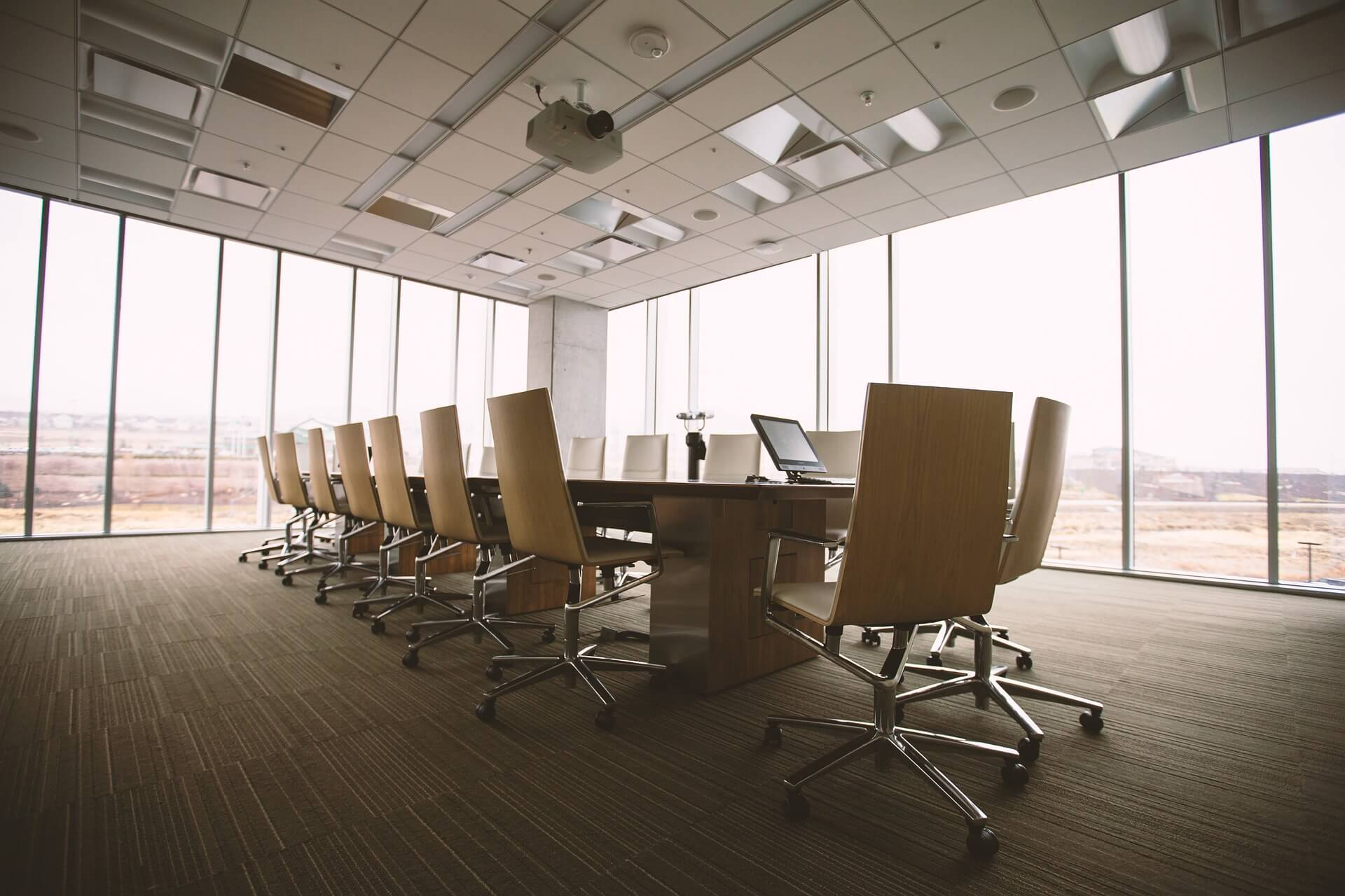 conference room 768441 1920 - O firmie